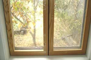 Frames side by side when window closed